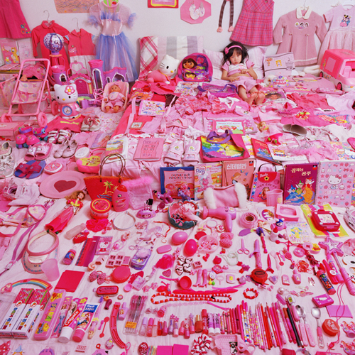 http://www.jeongmeeyoon.com/images/pink/Seowoo%20and%20Her%20Pink%20Things_m.jpg