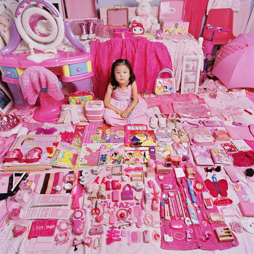 http://www.jeongmeeyoon.com/images/pink/Yaehyun%20and%20Her%20Pink%20Things_m.jpg